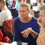 Linda Jonsson, Hungerprojektet, och Peter Brune, Individuell människohjälp