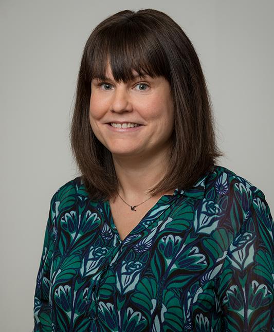 Sara Dynesius, ekonom och administratör