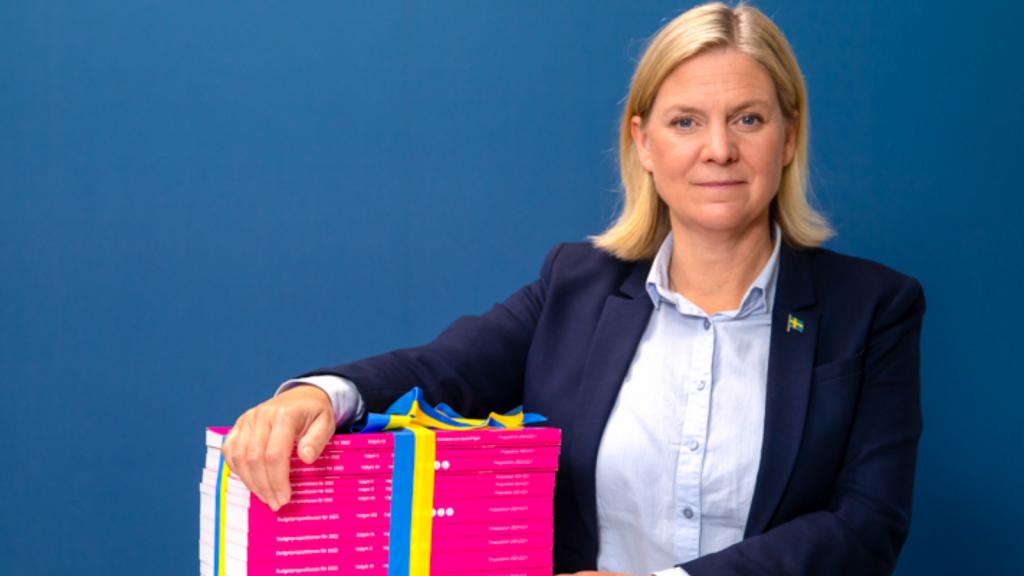 Magdalena Andersson med budgetpropositionen 2021